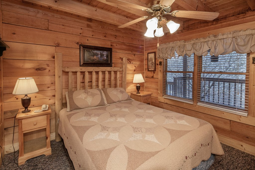 Photo of a Pigeon Forge Cabin named  Almost Heaven - This is the seventeenth photo in the set.