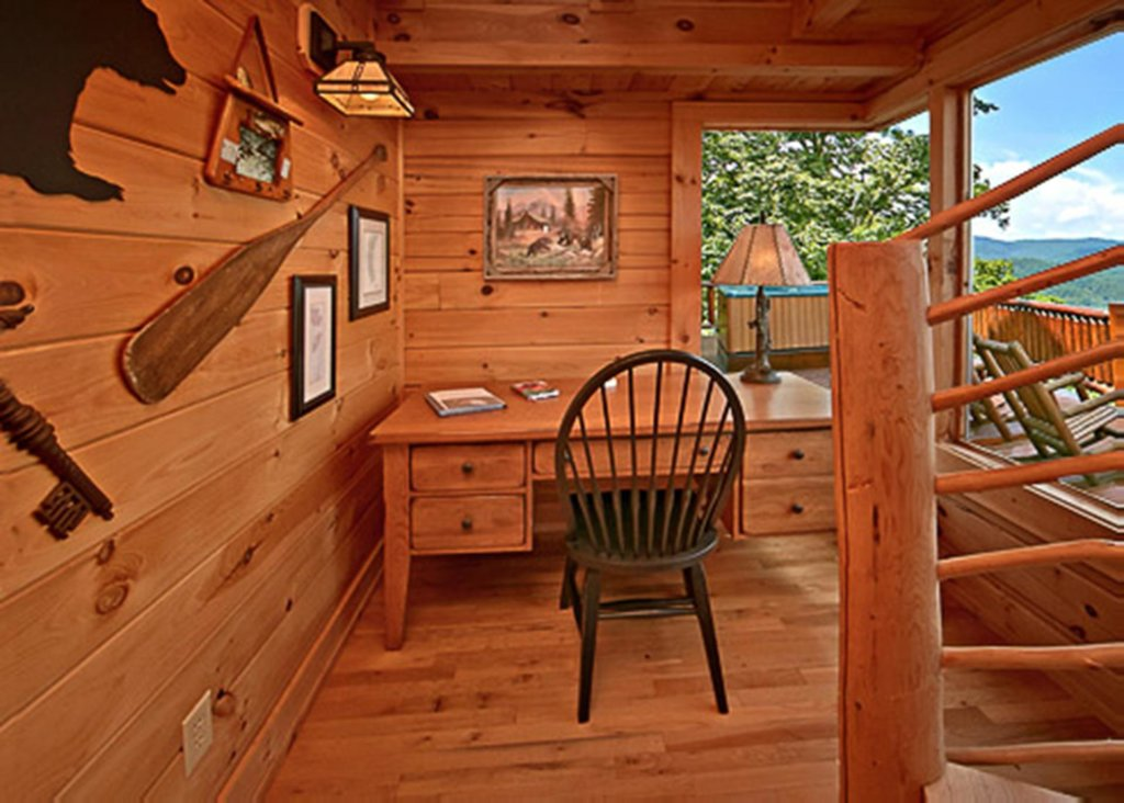 Photo of a Sevierville Cabin named Above It All #38 - This is the eighty-eighth photo in the set.