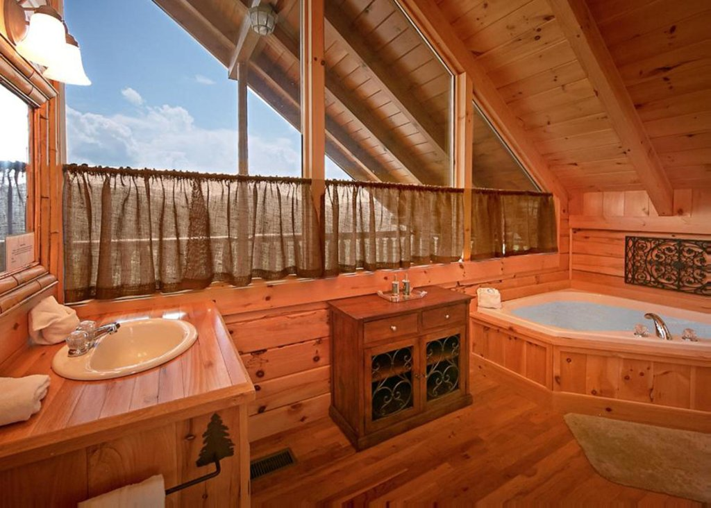 Photo of a Sevierville Cabin named Above It All #38 - This is the eighty-third photo in the set.