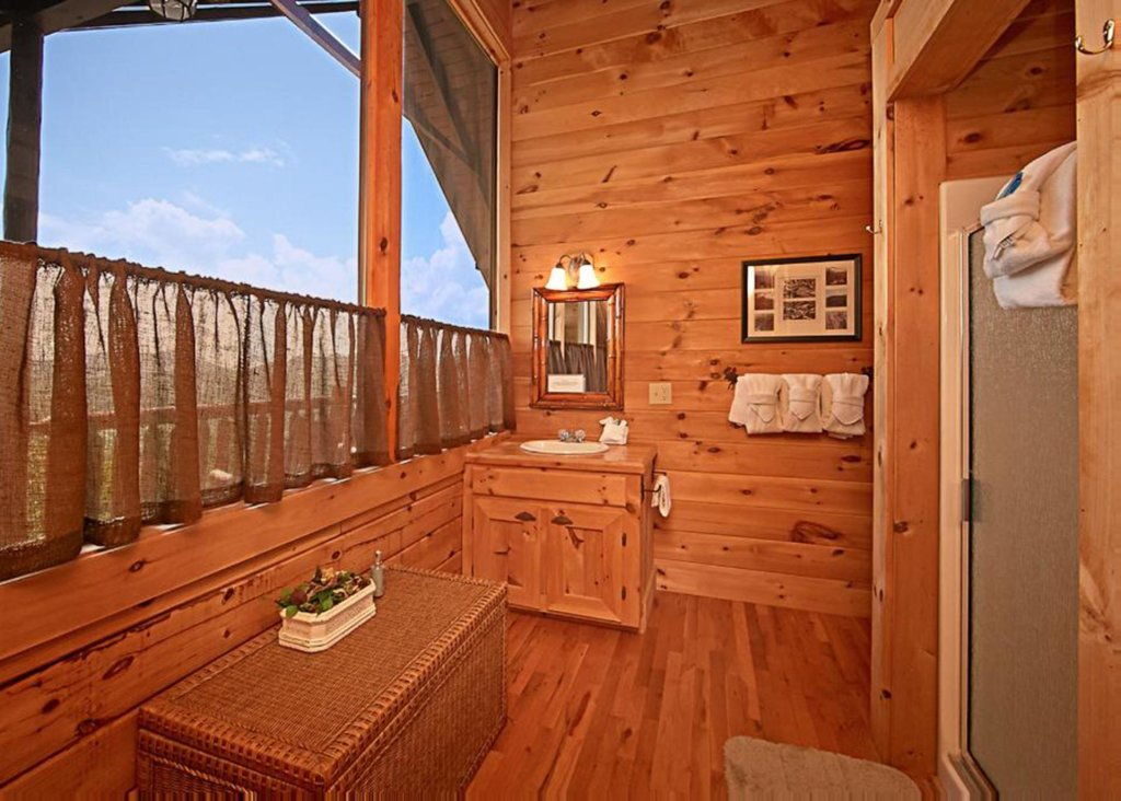 Photo of a Sevierville Cabin named Above It All #38 - This is the seventieth photo in the set.