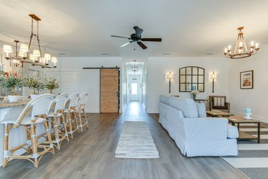 Stylish Bungalow with relaxing screened-in porch, and easy walk to the beach.