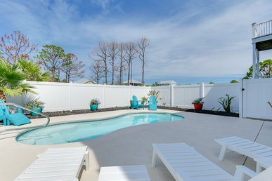 Modern Pet-Friendly Estate with Private pool and easy beach access