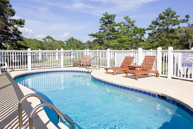 Bright Pet-friendly Abode with Private pool on North Cape