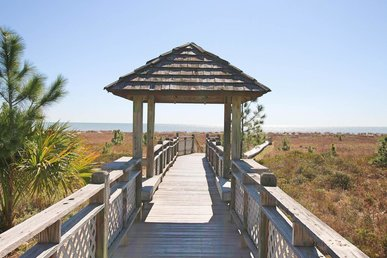 Alluring pet-friendly home on the Boardwalk short walk to beach access