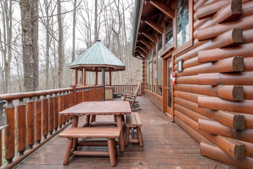 Photo of a Sevierville Cabin named Amazing Grace #25 - This is the twenty-sixth photo in the set.