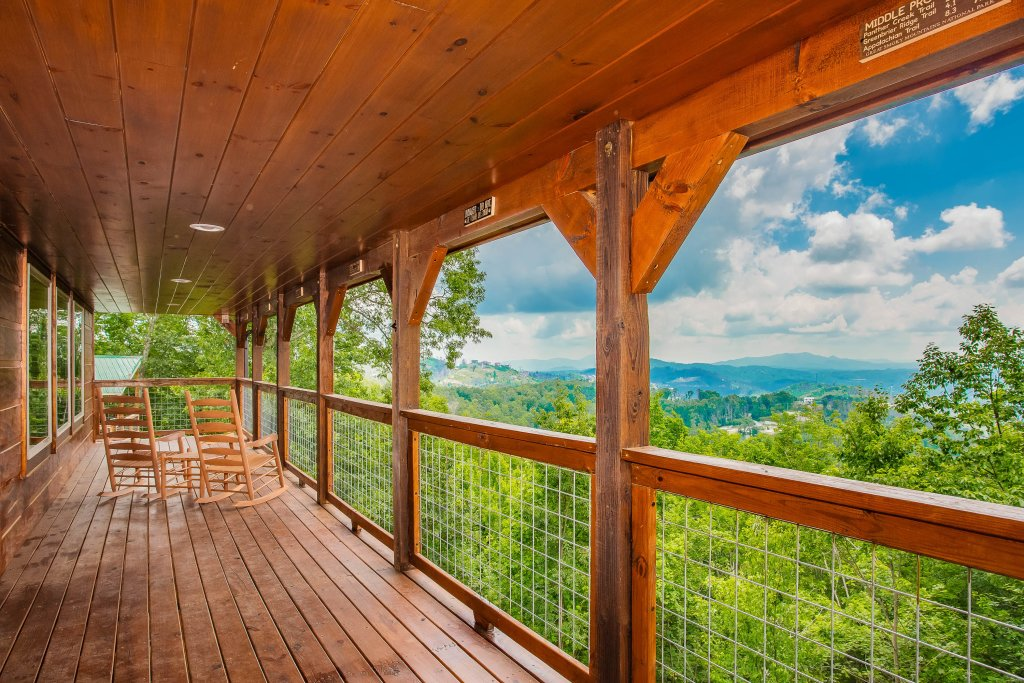 Photo of a Gatlinburg Cabin named Rainwater Falls - This is the fifty-second photo in the set.