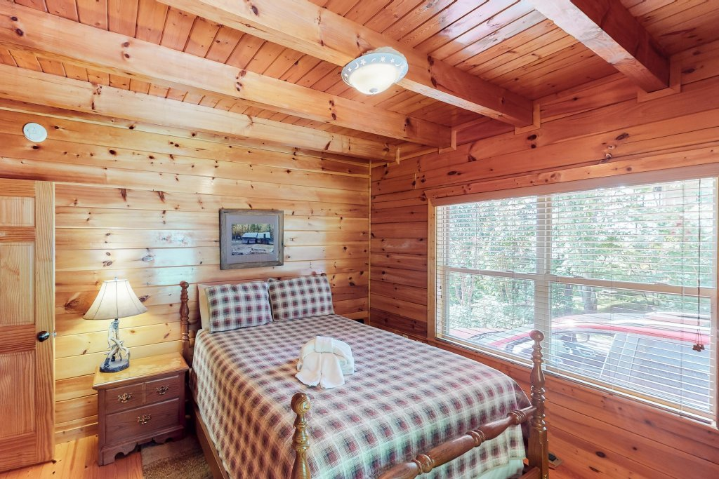 Photo of a Gatlinburg Cabin named Triple Mountain View - This is the sixteenth photo in the set.