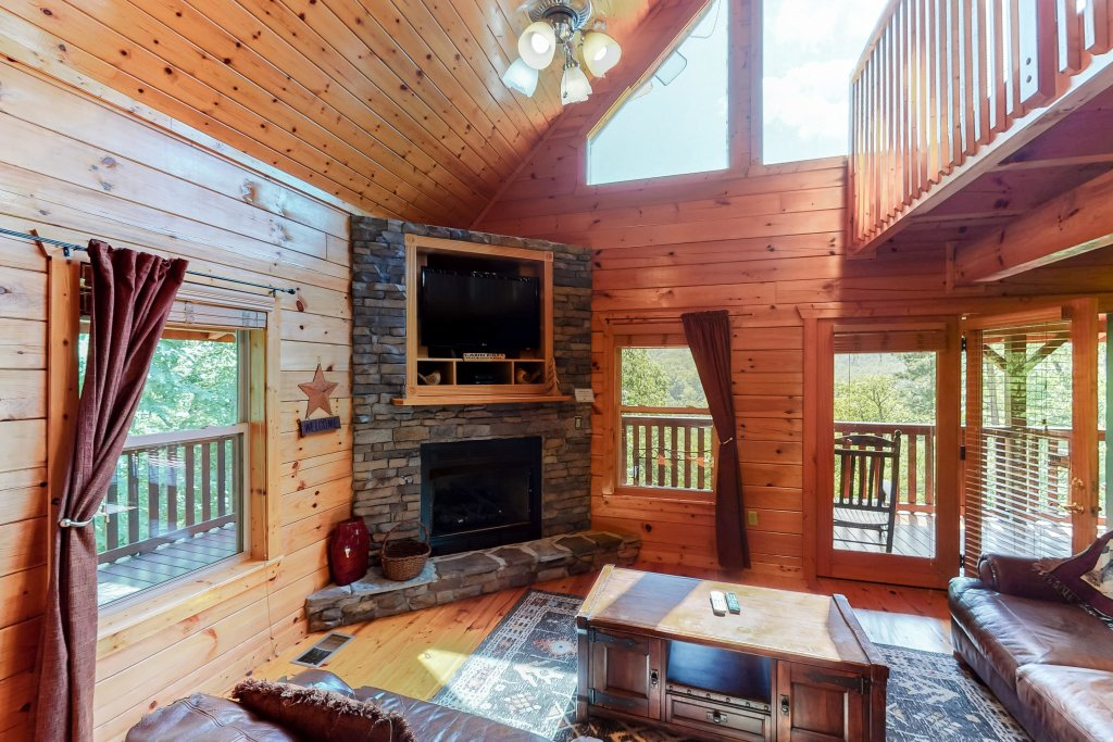 Photo of a Gatlinburg Cabin named Triple Mountain View - This is the sixth photo in the set.