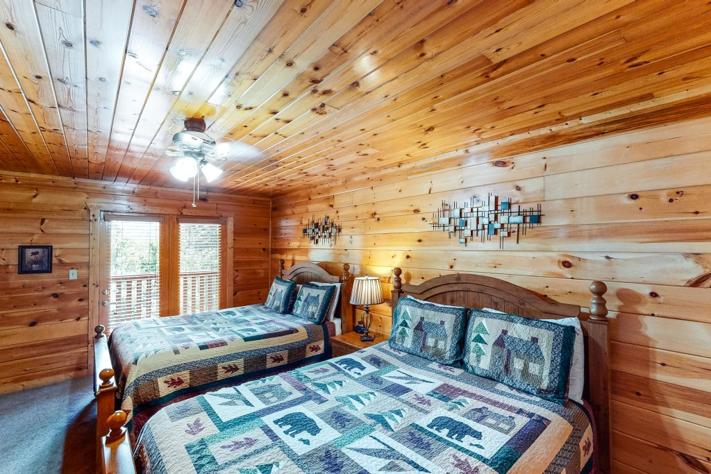 Photo of a Gatlinburg Cabin named Triple Mountain View - This is the twenty-ninth photo in the set.