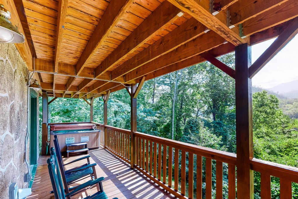 Photo of a Gatlinburg Cabin named Triple Mountain View - This is the twenty-sixth photo in the set.