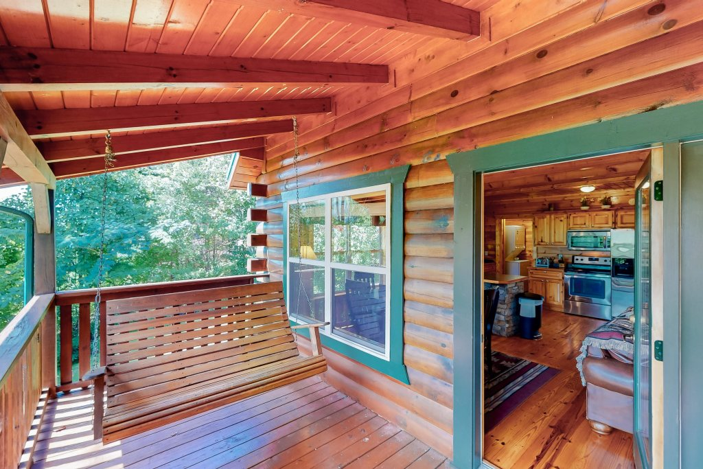 Photo of a Gatlinburg Cabin named Triple Mountain View - This is the thirty-third photo in the set.