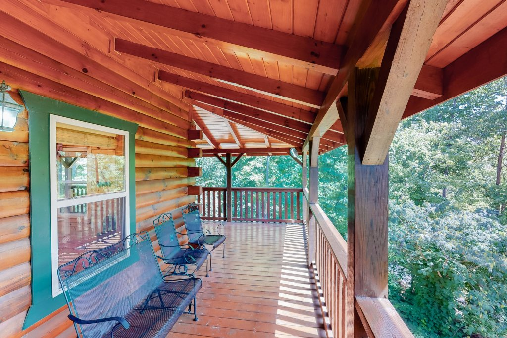 Photo of a Gatlinburg Cabin named Triple Mountain View - This is the thirty-second photo in the set.