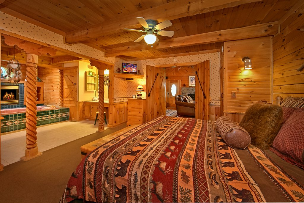 Photo of a Sevierville Cabin named Tonto's Tee Pee #123 - This is the nineteenth photo in the set.