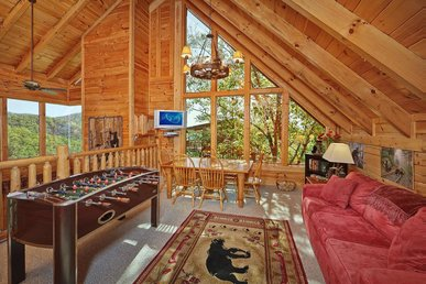 Large cabin w/game room, indoor/outdoor fireplaces, jetted tub, and pool access
