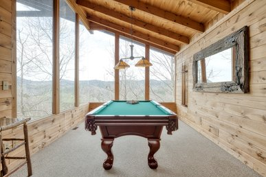 Stately cabin with jetted-tubs, fireplaces, pool table, and majestic views