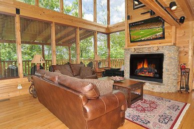 Lofty cabin with hot tub, fireplace, and pool table