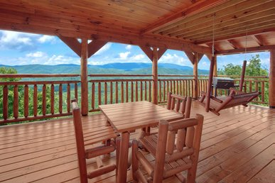 Romantic cabin with hot tub, fireplace, pool table and exceptional mountain views