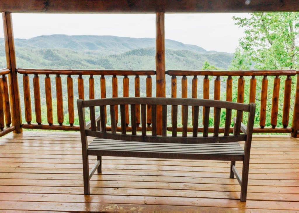 Photo of a Sevierville Cabin named Halfway To Heaven 40 - This is the second photo in the set.