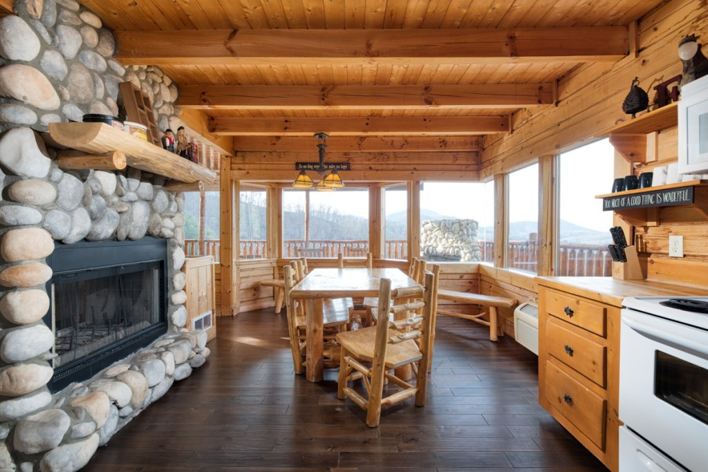 Photo of a Sevierville Cabin named Treetop Oasis #56 - This is the eighth photo in the set.