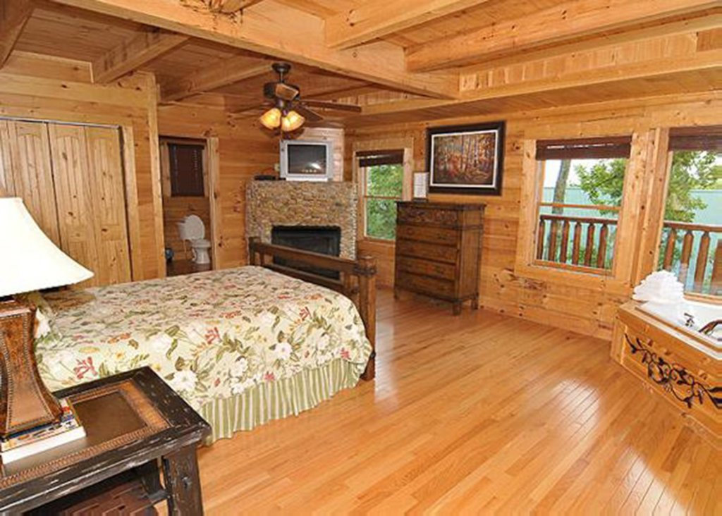 Photo of a Sevierville Cabin named Halfway To Heaven 40 - This is the fourteenth photo in the set.