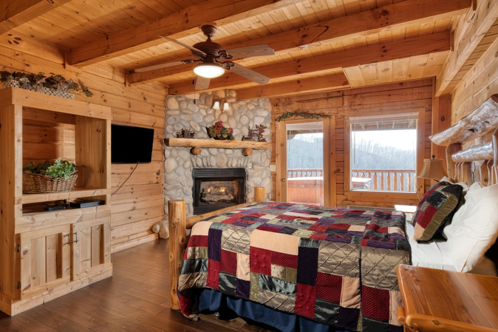 Photo of a Sevierville Cabin named Treetop Oasis #56 - This is the fifteenth photo in the set.