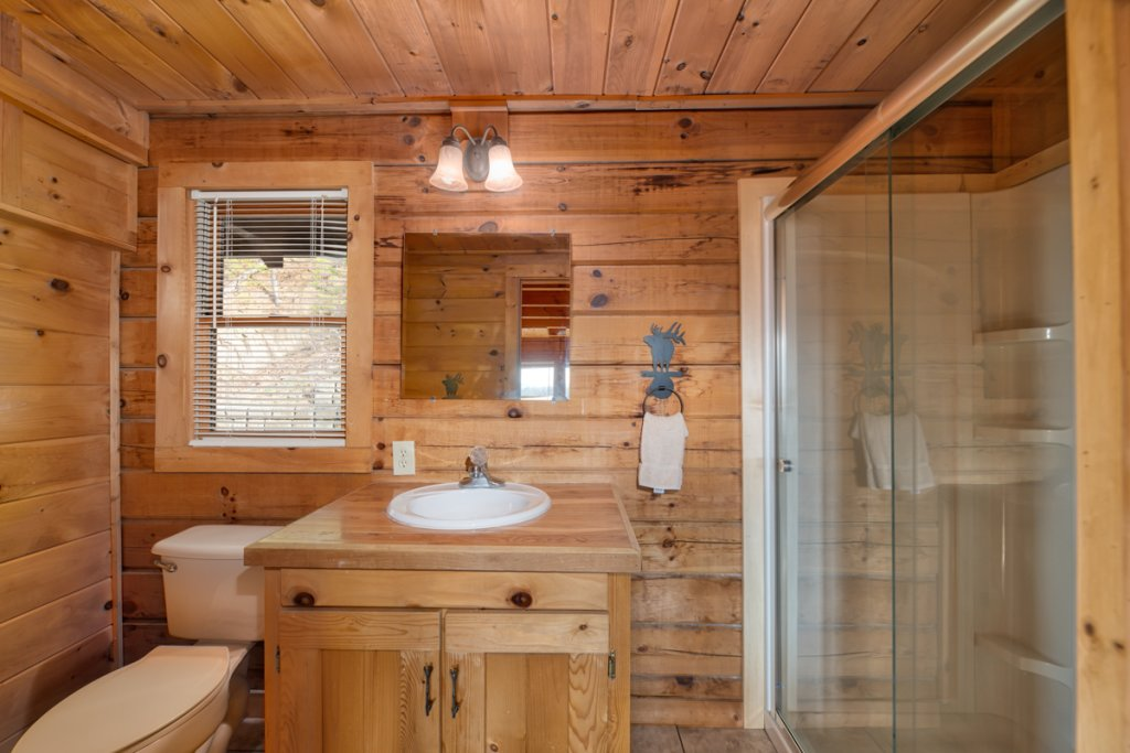 Photo of a Sevierville Cabin named Treetop Oasis 56 - This is the fourteenth photo in the set.