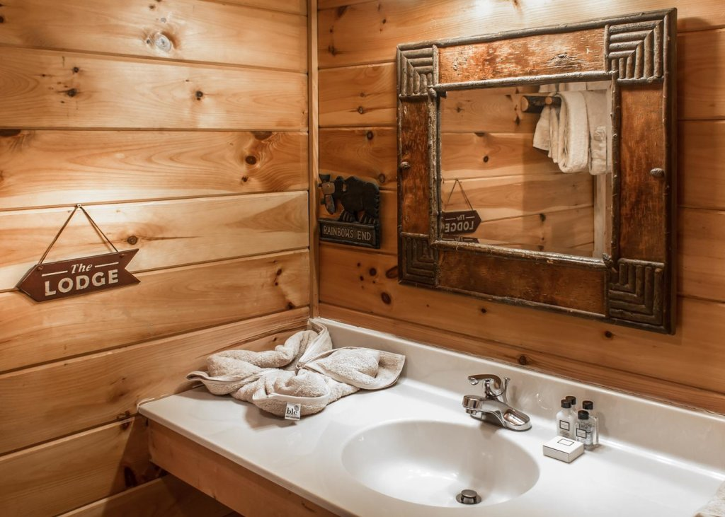 Photo of a Sevierville Cabin named The Honeymoon Sweet #63 - This is the seventeenth photo in the set.