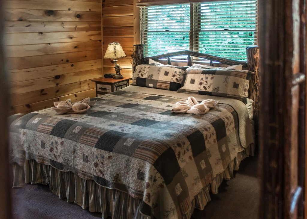 Photo of a Sevierville Cabin named The Honeymoon Sweet #63 - This is the sixteenth photo in the set.