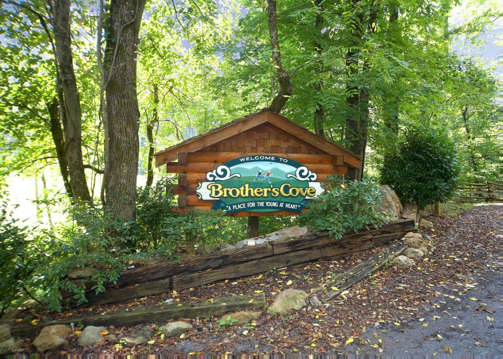 Photo of a Sevierville Cabin named The Honeymoon Sweet #63 - This is the twenty-fourth photo in the set.