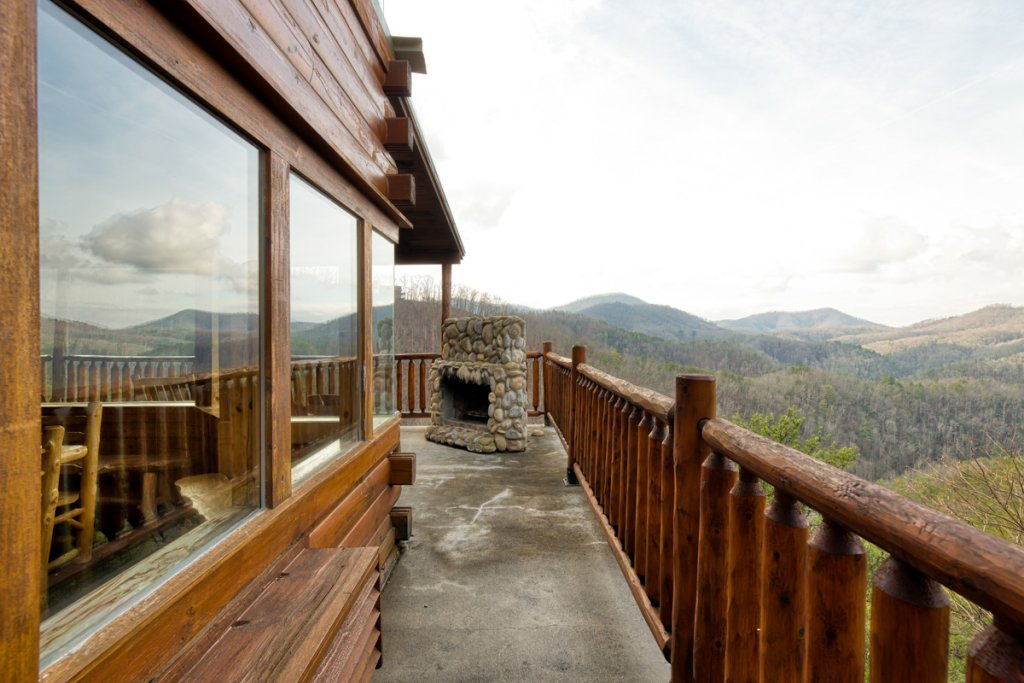 Photo of a Sevierville Cabin named Treetop Oasis #56 - This is the twenty-third photo in the set.