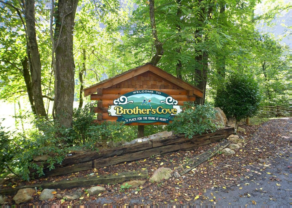 Photo of a Sevierville Cabin named Treetop Oasis #56 - This is the twenty-eighth photo in the set.