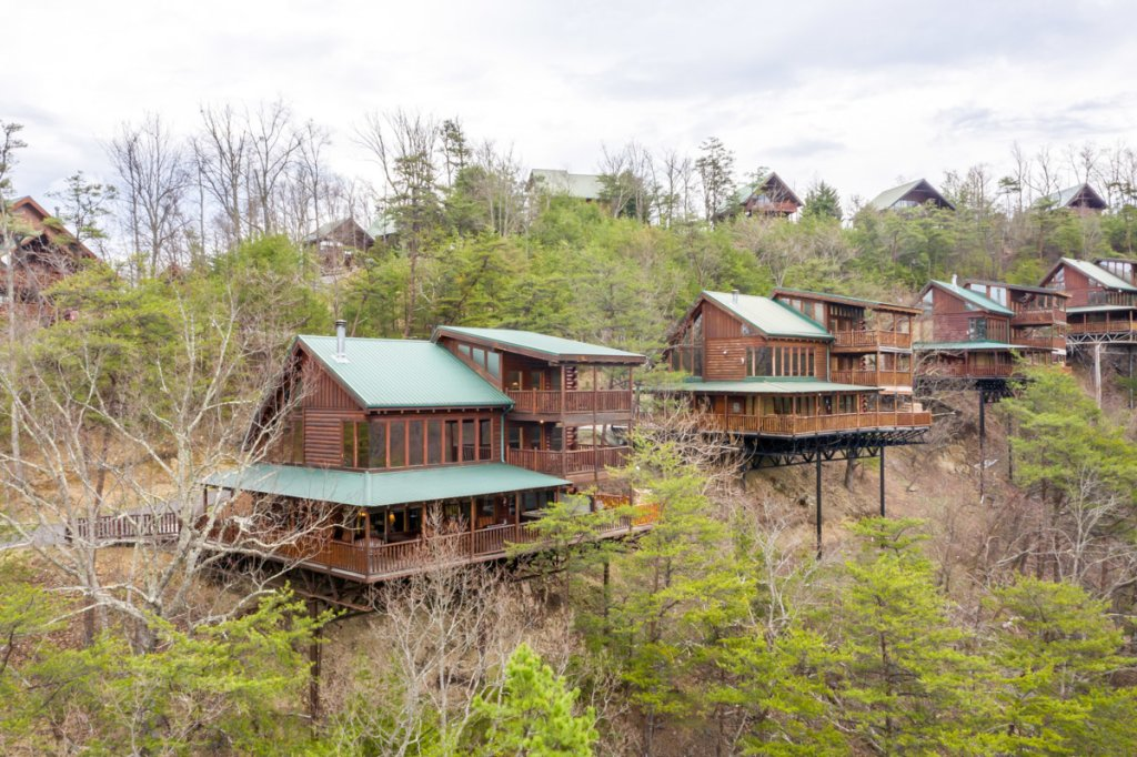 Photo of a Sevierville Cabin named Misty Mountaintop 52 - This is the second photo in the set.