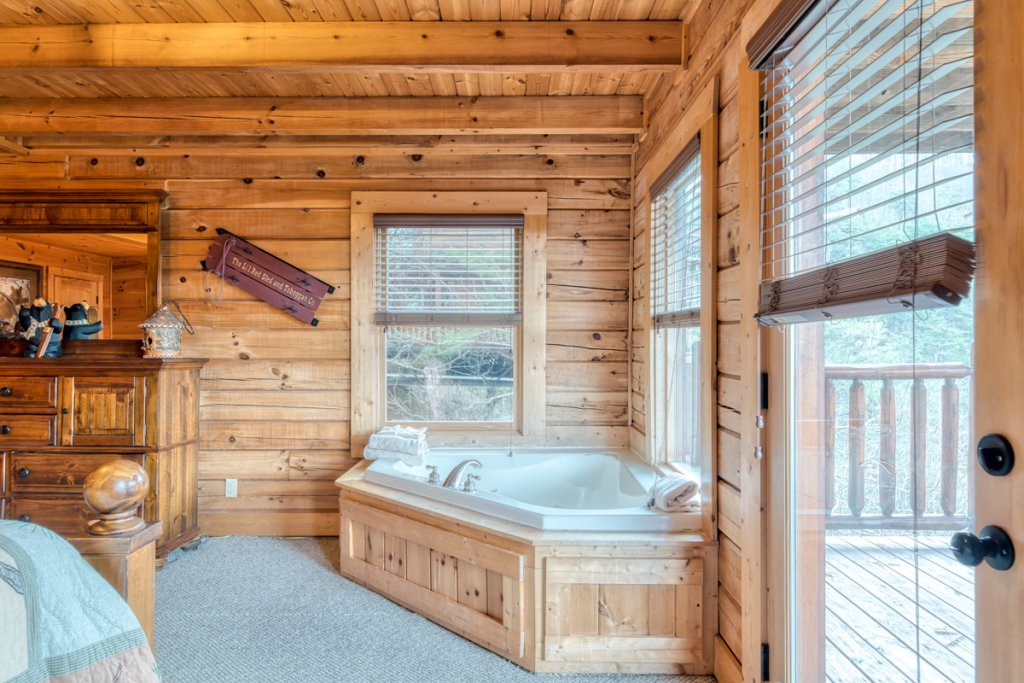 Photo of a Sevierville Cabin named Misty Mountaintop 52 - This is the twenty-second photo in the set.