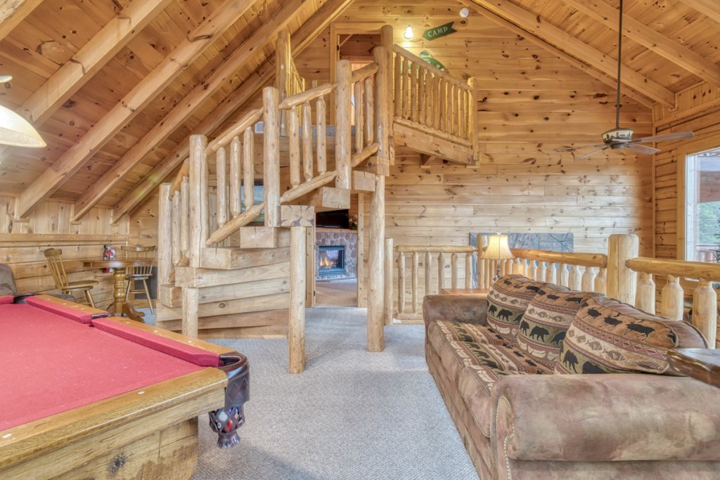 Photo of a Sevierville Cabin named Misty Mountaintop 52 - This is the twenty-ninth photo in the set.