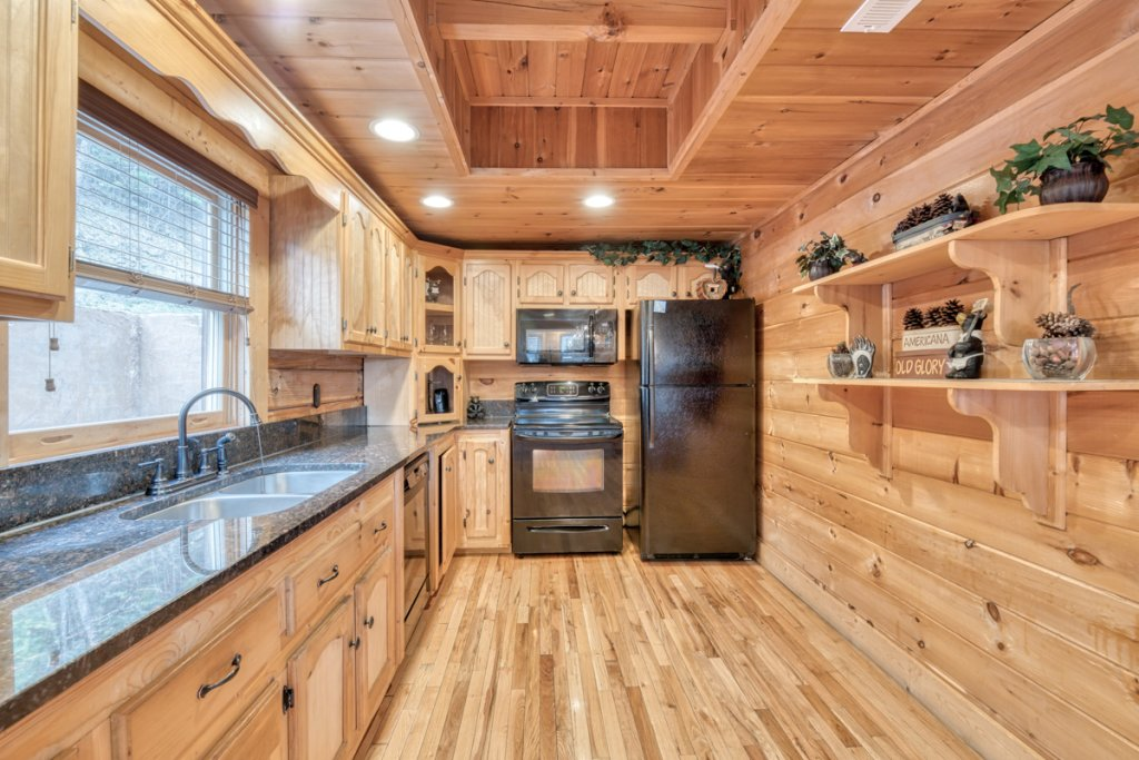 Photo of a Sevierville Cabin named Misty Mountaintop 52 - This is the thirteenth photo in the set.