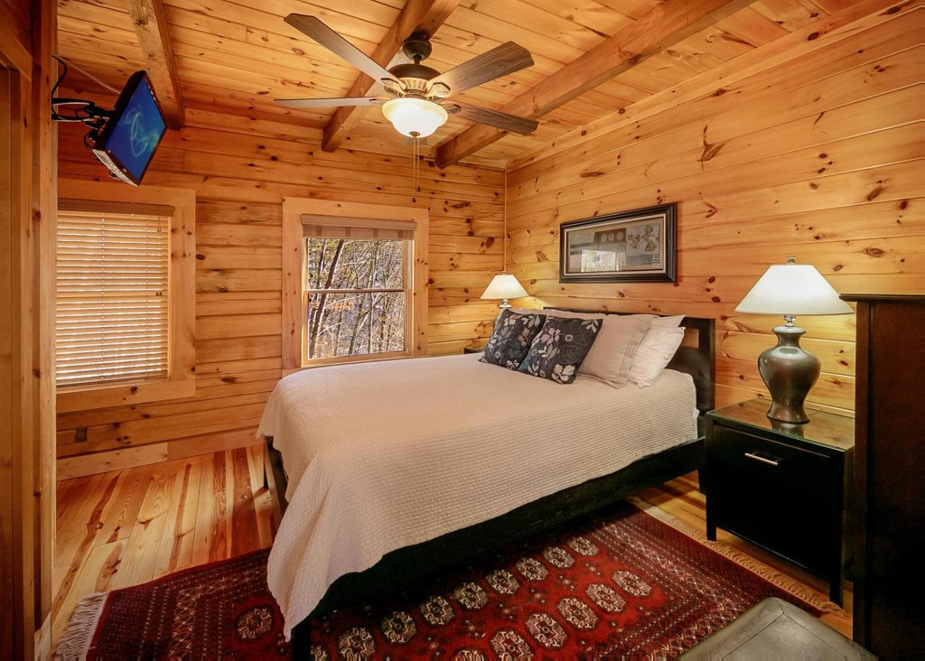 Photo of a Sevierville Cabin named Fireflies In The Night 74 - This is the twelfth photo in the set.