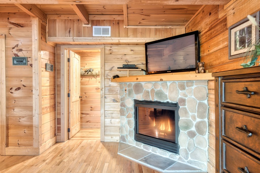 Photo of a Sevierville Cabin named Misty Mountaintop 52 - This is the sixteenth photo in the set.