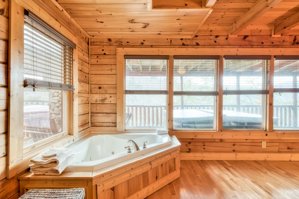 Photo of a Sevierville Cabin named Misty Mountaintop 52 - This is the eighteenth photo in the set.