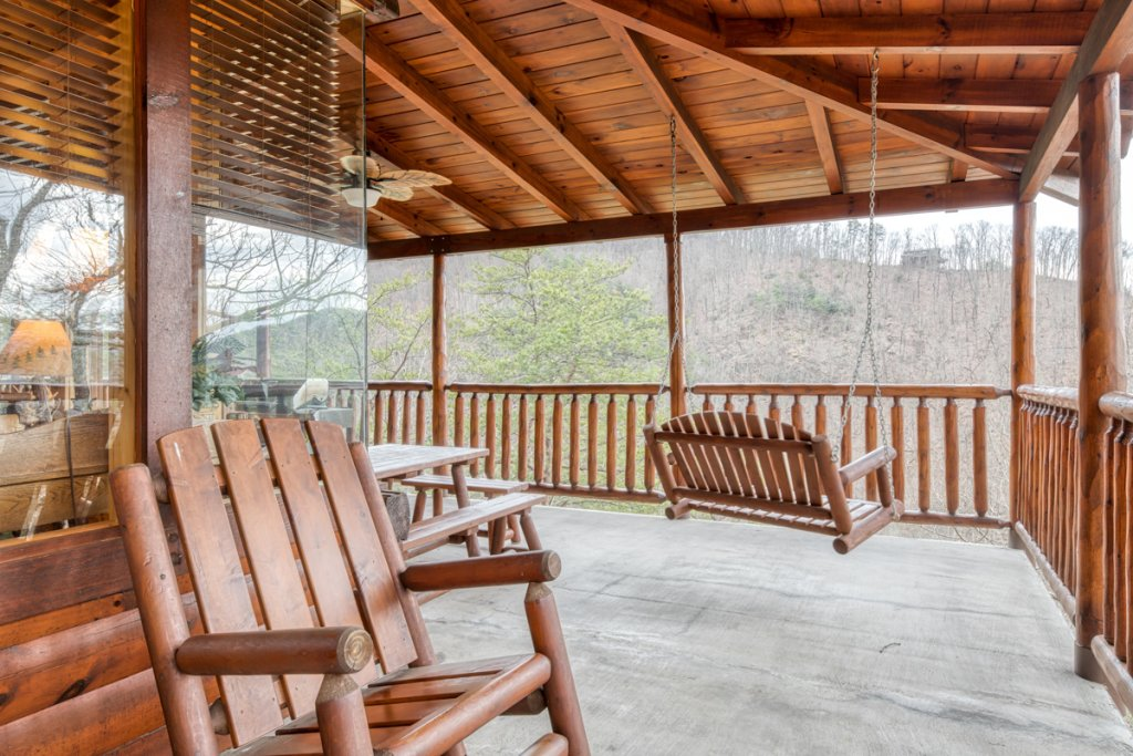 Photo of a Sevierville Cabin named Misty Mountaintop 52 - This is the thirty-fifth photo in the set.