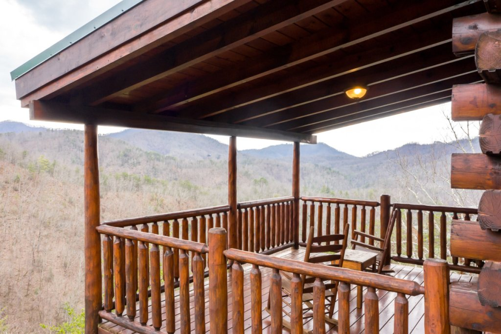 Photo of a Sevierville Cabin named Misty Mountaintop 52 - This is the thirty-seventh photo in the set.