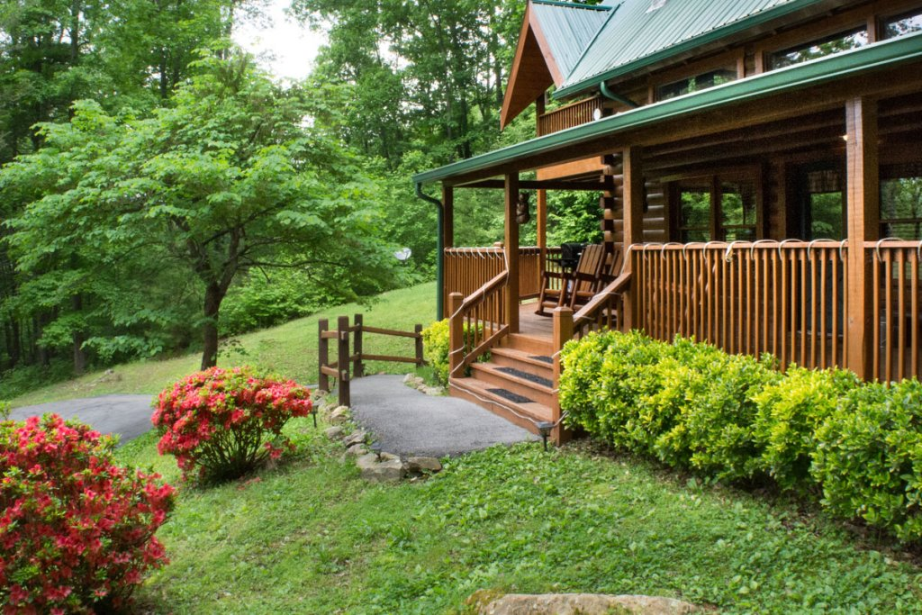 Photo of a Sevierville Cabin named Mountain Dreams 24 - This is the first photo in the set.