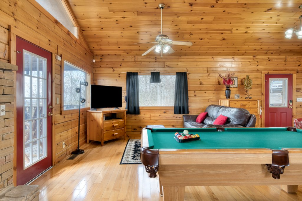 Photo of a Sevierville Cabin named Lucky Star - This is the fifth photo in the set.