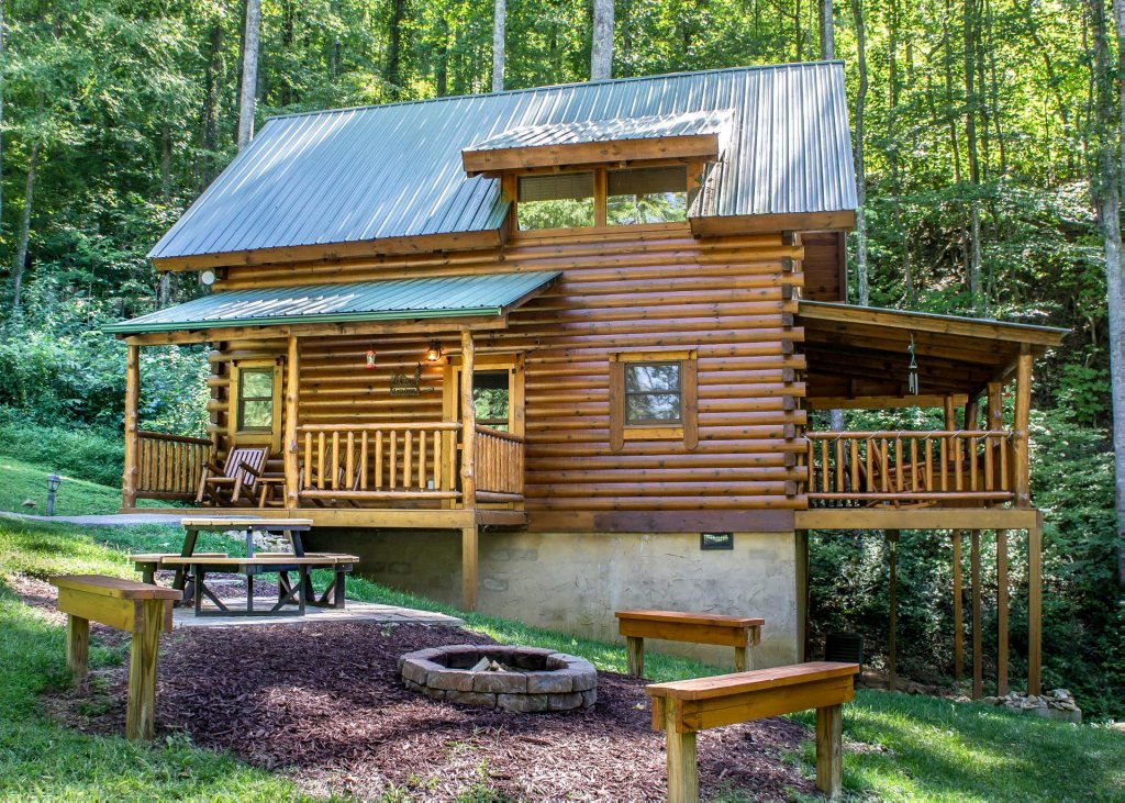Photo of a Sevierville Cabin named Bearfoot Inn #35 - This is the second photo in the set.