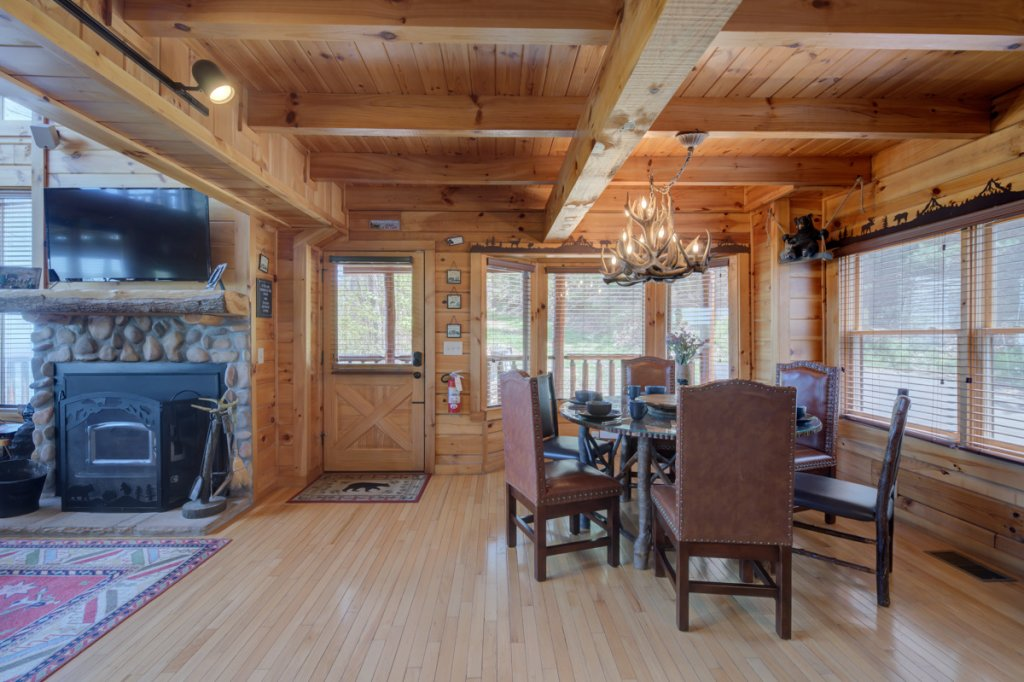 Photo of a Sevierville Cabin named Highland Lodge 61 - This is the eighth photo in the set.
