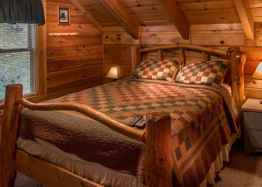Photo of a Sevierville Cabin named Hoot 'n Hollar #31 - This is the eleventh photo in the set.