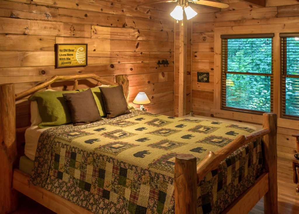 Photo of a Sevierville Cabin named Bearfoot Inn #35 - This is the eighteenth photo in the set.