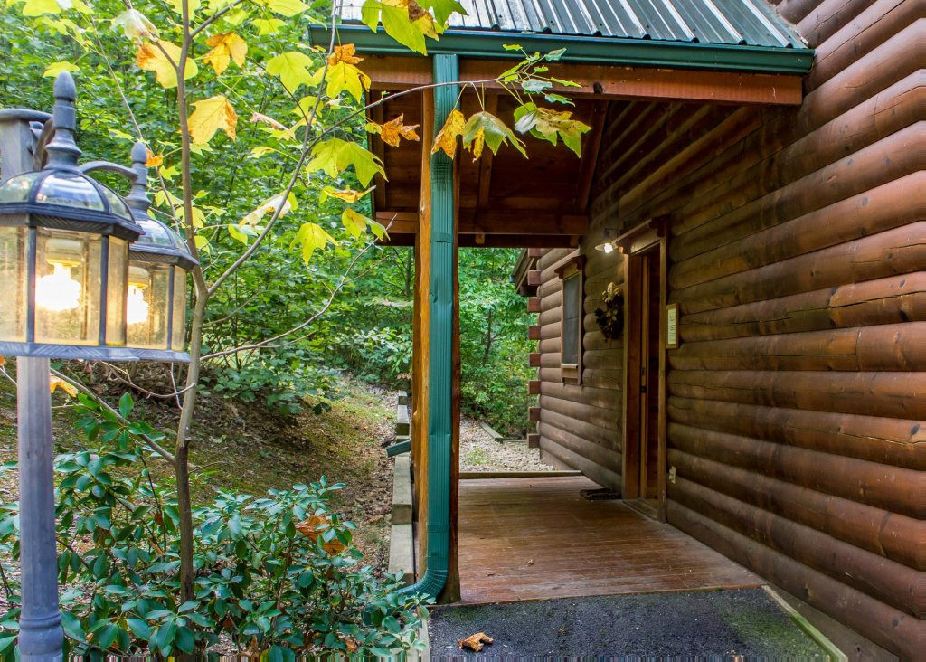 Photo of a Sevierville Cabin named Hoot 'n Hollar #31 - This is the eighteenth photo in the set.