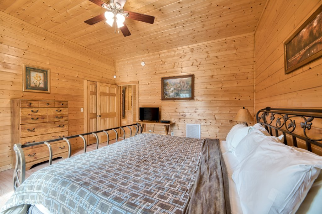 Photo of a Pigeon Forge Cabin named Country Living - This is the nineteenth photo in the set.