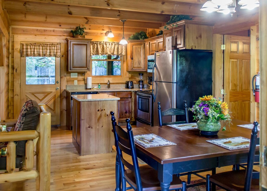 Photo of a Sevierville Cabin named Mountain Dreams 24 - This is the eighth photo in the set.