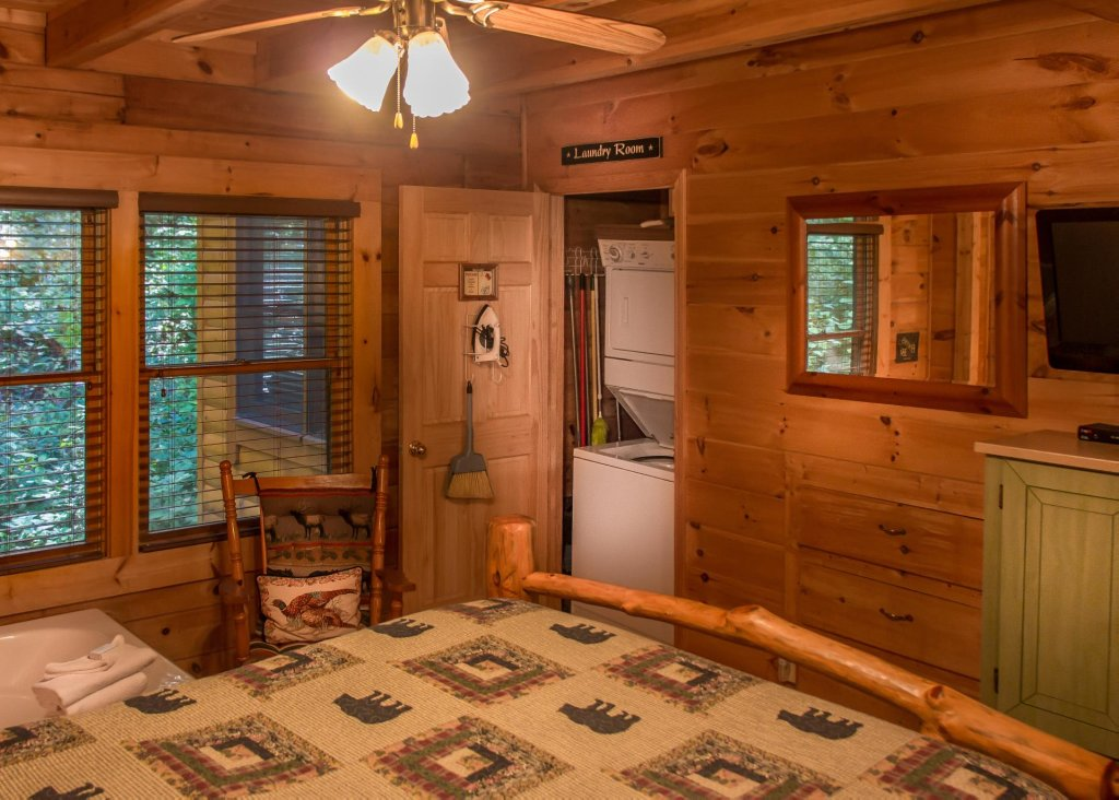 Photo of a Sevierville Cabin named Bearfoot Inn #35 - This is the nineteenth photo in the set.